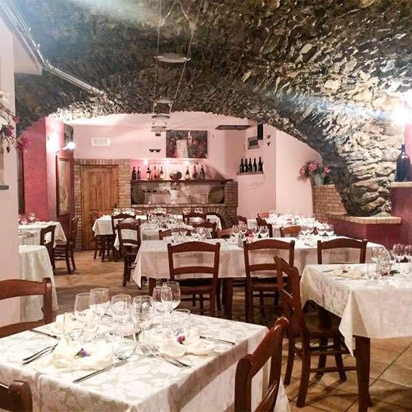 Alberghi e ristoranti in valle arroscia entroterra ligure - Ristorante borgo antico cucine da incubo ...